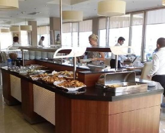 Martinenz Hotel: buffet restaurant