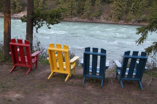 Becker's Roaring River Chalets: At the river