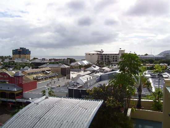Inn Cairns Boutique Apartments: view from seventh floor sun deck