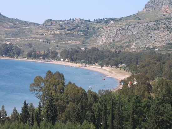 Villa Christina: The beach near Nafplio castle