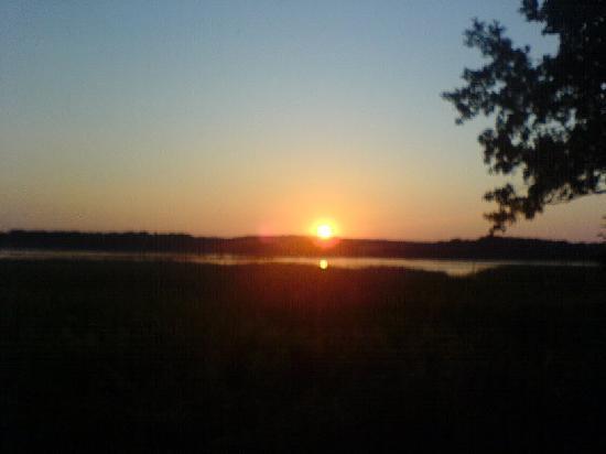 Zur Schwedenschanze: Blick aus dem Fenster mit Sonnenuntergang
