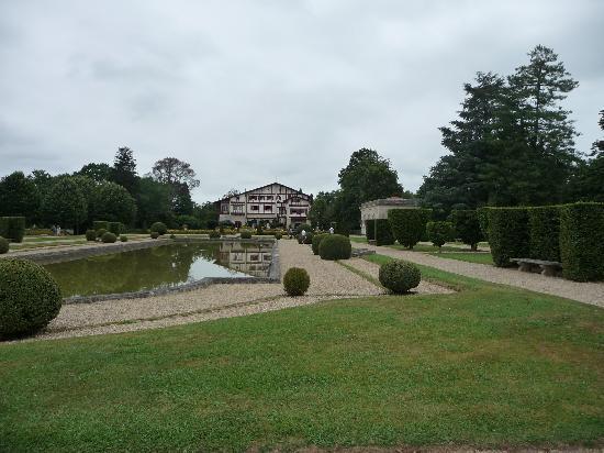 Villa Arnaga : Façade de la maison du jardin