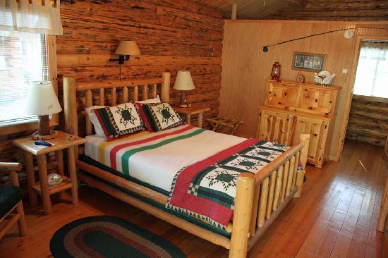 Silverwolf Log Chalet Resort: Chalet interior 01