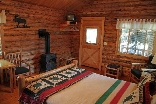 Silverwolf Log Chalet Resort: Chalet interior 02