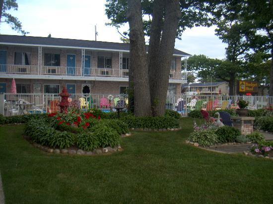 American Boutique Inn - Lakeview : Budget Host Mackinaw City