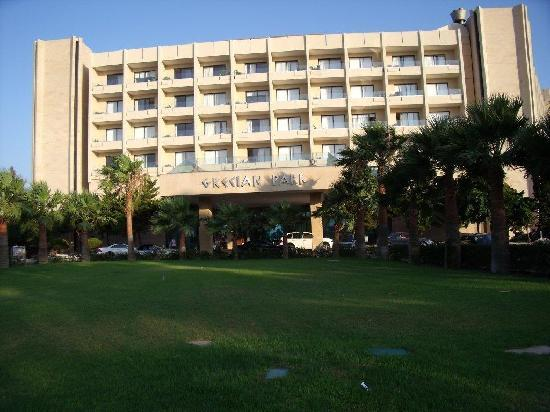 Grecian Park Hotel : front entrance of hotel