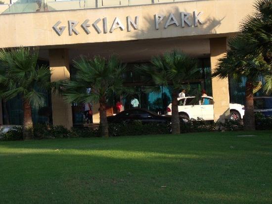 Grecian Park Hotel : hotel entrance