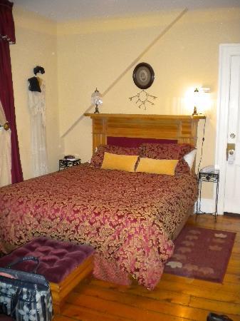 Shipwright Inn: The Purser's room.