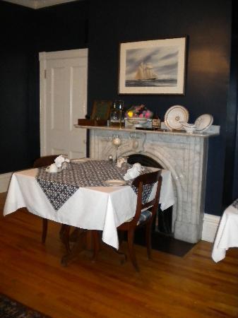 Shipwright Inn: Part of the dining room.