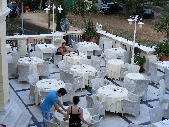 Enavlion Hotel Batagianni: The restaurant...where the best food on the island is cooked..