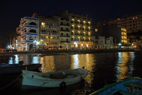 San Andrea Hotel : Xlendi waterfront at night
