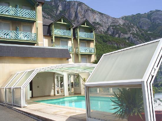 Hotel-Restaurant Chez Pierre d'Agos : Piscine Hôtel Chez pierre D'Agos