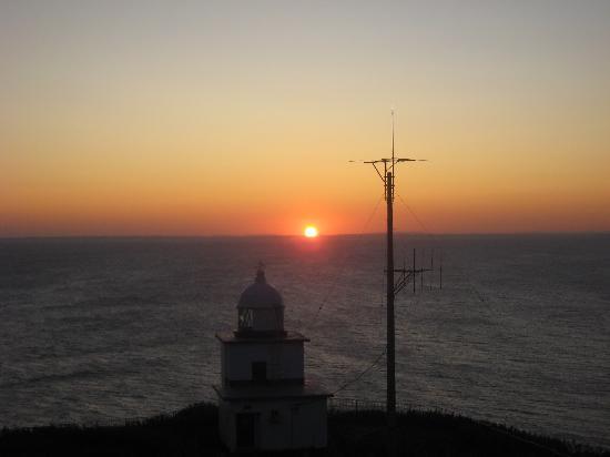 Rishirifuji-cho, ญี่ปุ่น: 頂上から灯台なめの朝陽