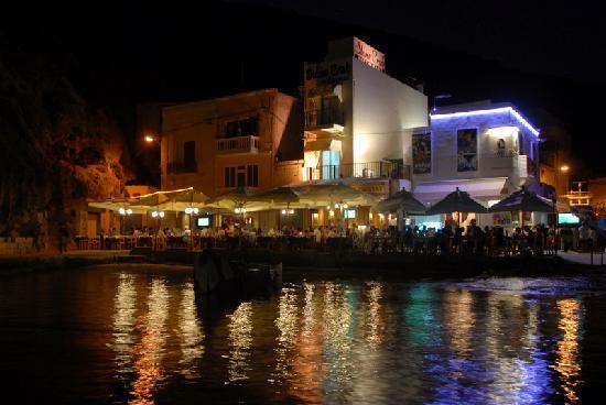 Ta' Karolina: Xlendi harbour and restaurants at night