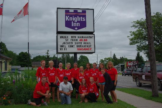 Knights Inn Owen Sound: Our team with Sam the General manager!