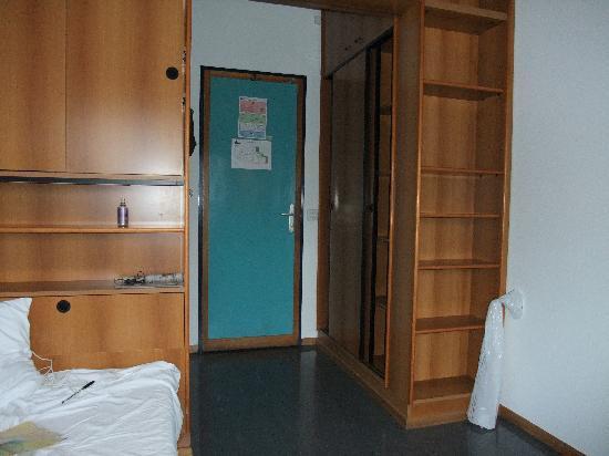 Cite Universitaire de Geneve: the room