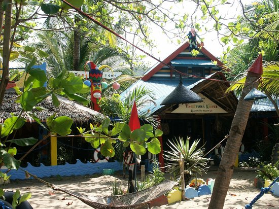 Takatuka Beach and Dive Resort: Meerseite mit Restaurant