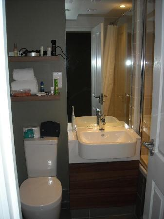 Citadines South Kensington: Bathroom - room 318