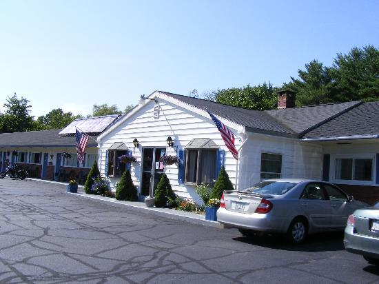 Bucksport Motor Inn: Easy access to rooms