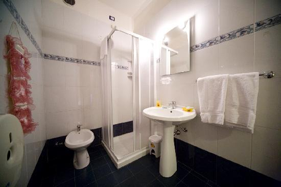 Cicerone Guest House: bathroom