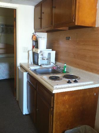 Colton Court Motor Inn: Kitchenette