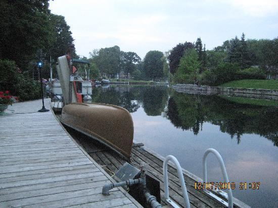 Betty and Tony's Waterfront Bed and Breakfast: Peaceful Evening on the Dock