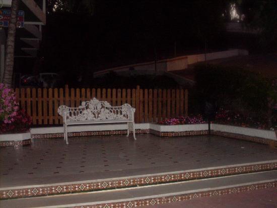 Kross Hotel Goya : Entrance