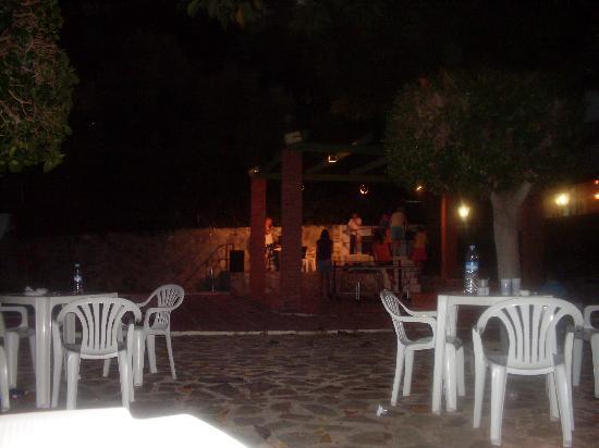 Kross Hotel Goya : Seating area next to bar