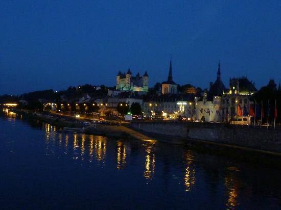 La Grande Maison d'Arthenay: Saumur at Night