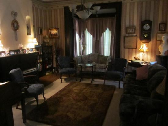 Lackawanna B&B: Front sitting room