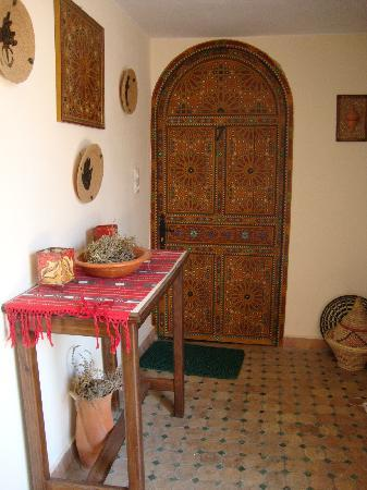 Riad Lahboul: To rooms off terrace