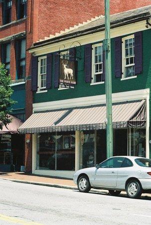 Lynchburg, VA: The White Hart, 1208 Main St
