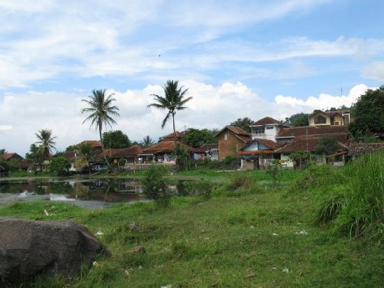 Tirtagangga Hotel: Part of the village