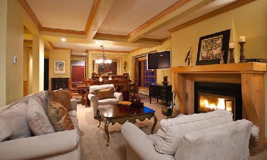 Creekside at Beaver Creek : Creekside condo living room