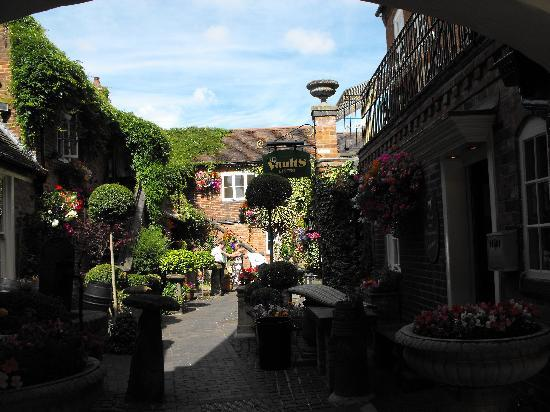 Lutterworth, UK: The courtyard - we could have been in the Med!