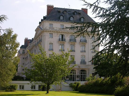 Exterior picture of trianon palace versailles a waldorf astoria hotel versailles tripadvisor - Hotel trianon versailles ...