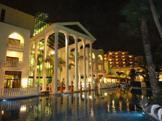 Guayarmina Princess Hotel: View of the back of the hotel at Night