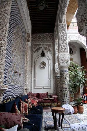 Riad Sara, Lounges im Innenhof unterhalb der oberen Veranda