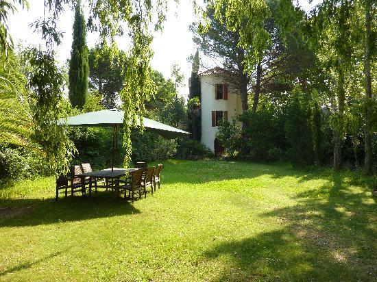 Domaine La Fauvelle: Coin jardin