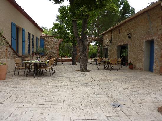 Domaine La Fauvelle: Lieu des repas (extérieur)
