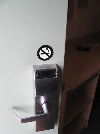 Motel 6 Kalispell: non-smoking??