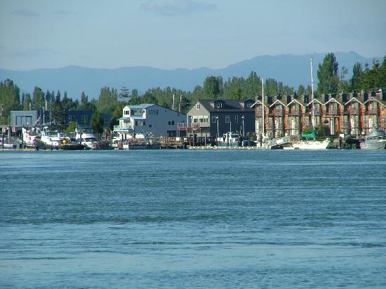 The Wild Iris Inn: View across water of La Conner