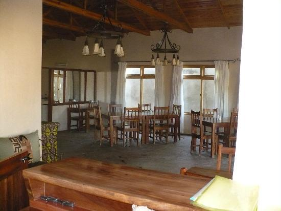 Ahadi Lodge: The dining room was well equipped