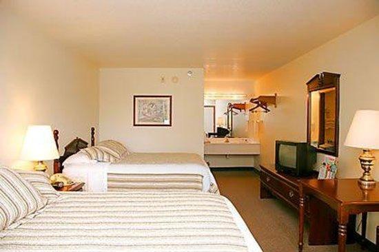 Seven Gables Inn: Double Queen Room