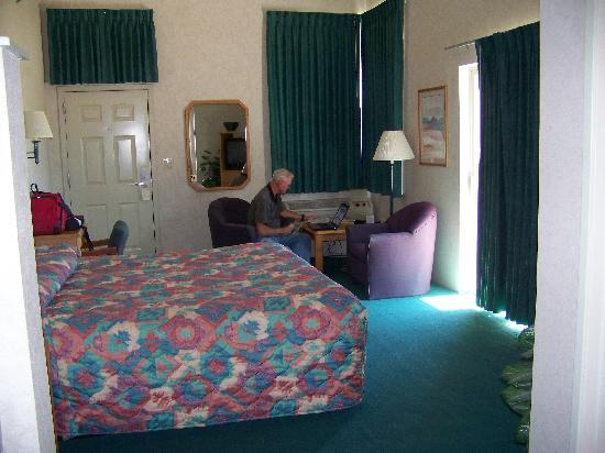Montrose, CO: spacious room
