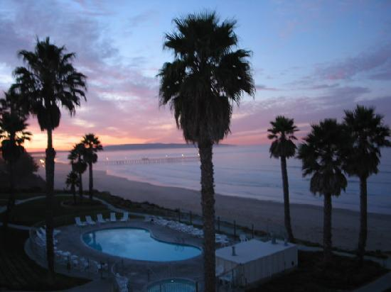Kon Tiki Inn: Daily Showing of Sunsets!