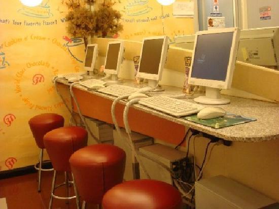 The Regent Silom Hotel: Internet Corner