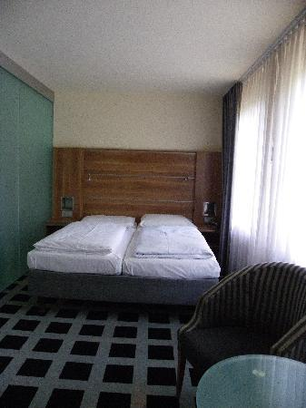 GHOTEL hotel & living Kiel: Bedroom & bed