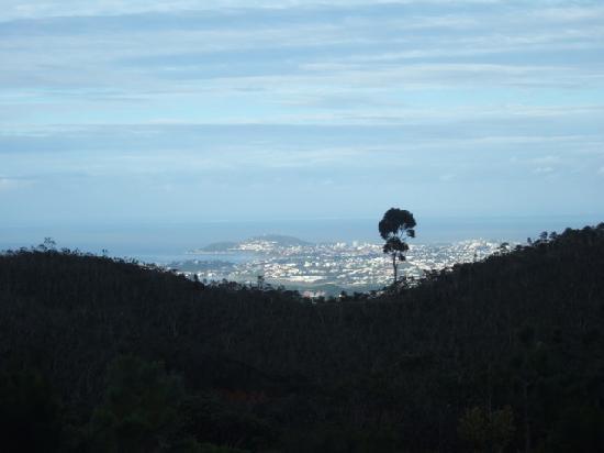 Auberge du Mont Khogi: View to coast