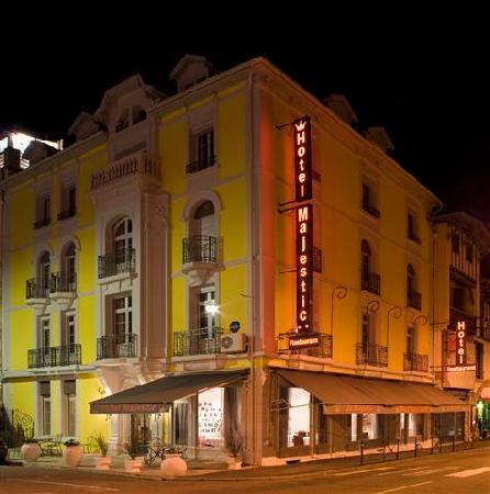 Hotel Majestic : hotel by night